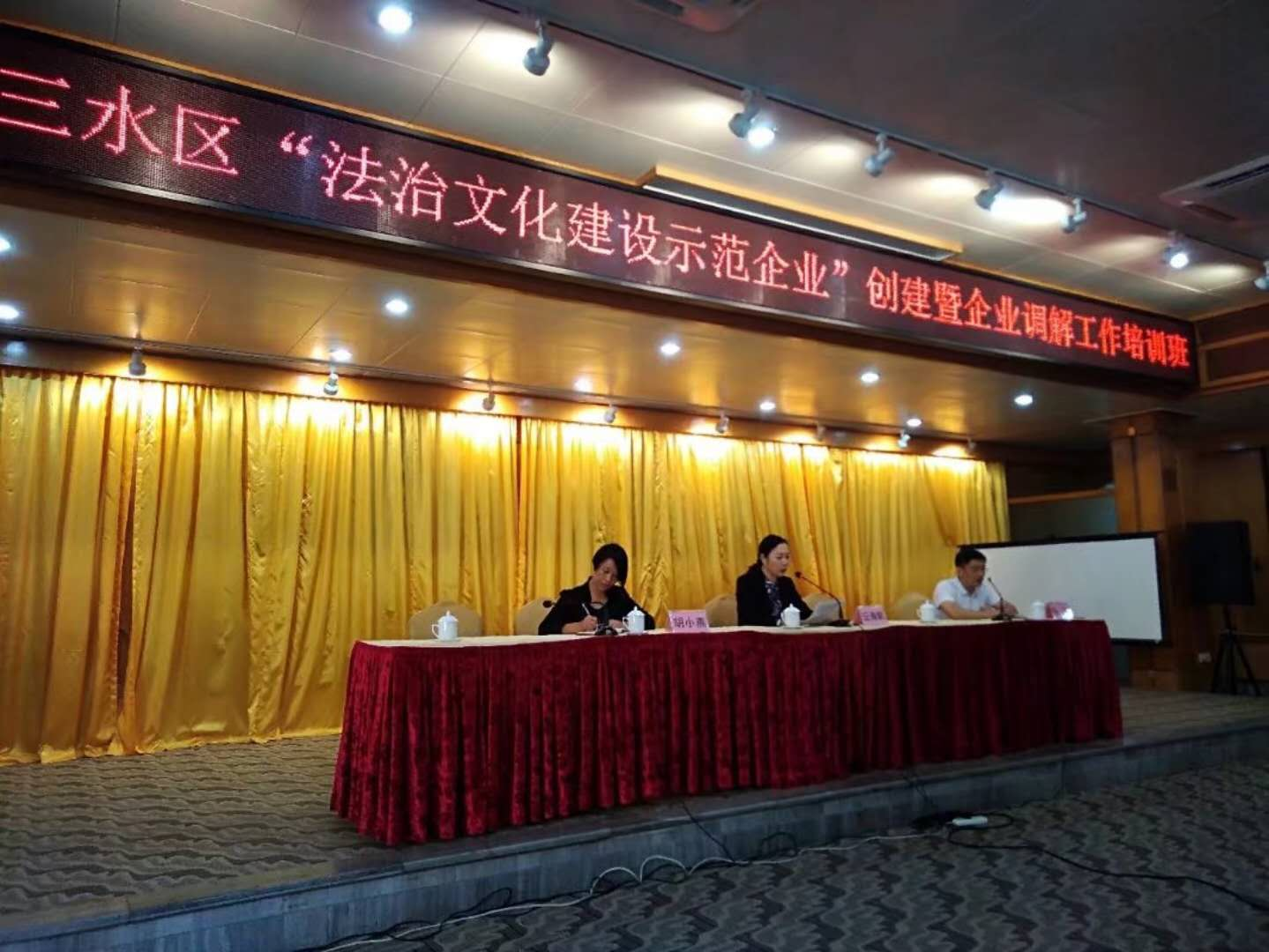 """打造和谐发展样本 金牌陶瓷企业获 """"广东省法治"""